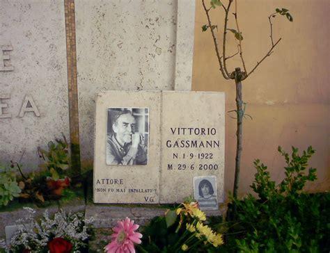 mari ferrari maria maria versuri romana cimitero monumentale del verano roma zero
