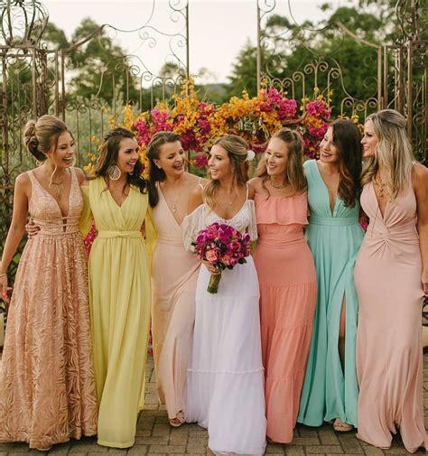 Madrinhas de casamento com vestidos candy colors (paleta