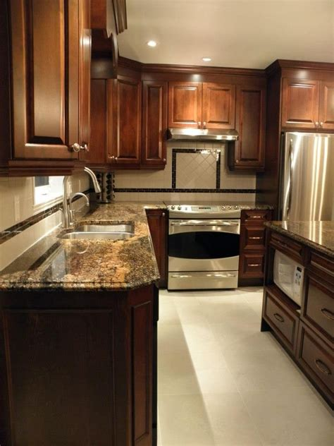 armoire de cuisine en pin armoire de cuisine classique en bois avec comptoir de