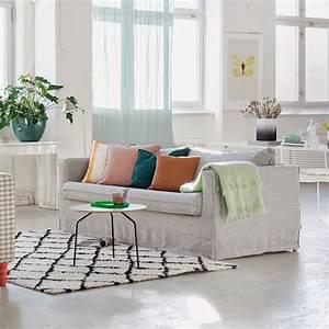 canape pas cher relooker son canape sans se ruiner c39est With couleur mur salon tendance 6 tendance decoration coloree pour son salon made in meubles