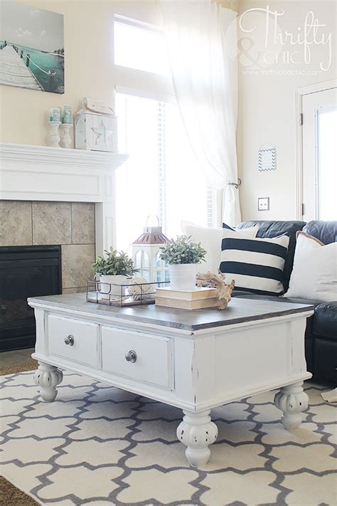 Get instant access to this free guide to the best sources for a farmhouse style home on a budget! Thrifty and Chic - DIY Projects and Home Decor