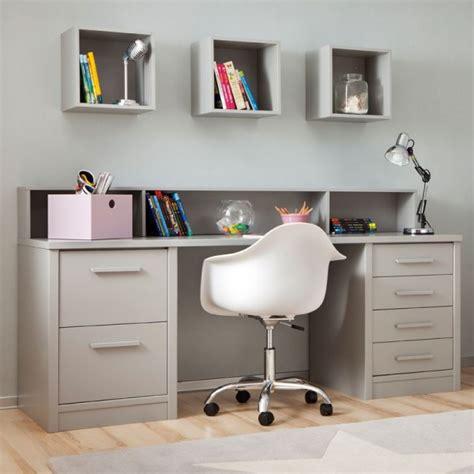 bureau avec rangement au dessus chambre enfant avec lit à tiroirs bureau et rangement