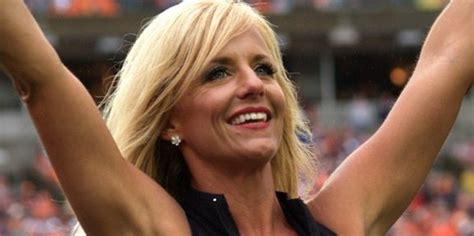 Laura Vikmanis The Nfl S Oldest Cheerleader Says Quot It S