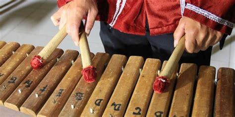 Unsur bunyi merupakan salah satu unsur utama dari seni musik. Pengertian Seni Musik - Menurut Para Ahli, Unsur, dan Jenis