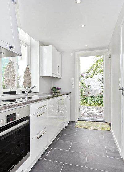 nice   small kitchen  love  brick