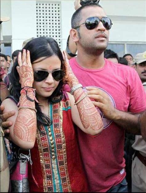 ms dhoni  sakshi singh celebrate  wedding
