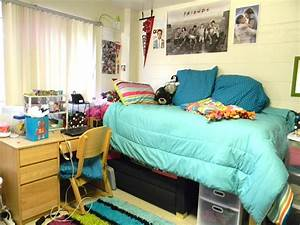 7 Easy Tips to Revamp Your Dorm Room - Society19