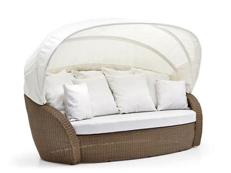divanetti in vimini da esterno divani in vimini con parasole chioschi bar da spiaggia