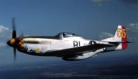mustang p    avion de chasse  helice americain