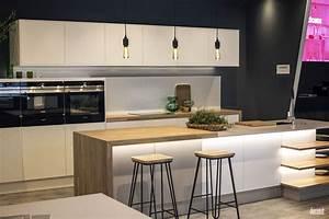20 ingenious breakfast bar ideas for the social kitchen for Kitchen breakfast bar