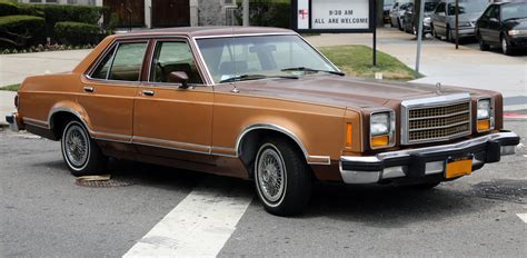 File:1980 Ford Granada four-door sedan front right.jpg ...