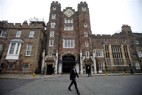queen elizabeth  rent  st jamess palace
