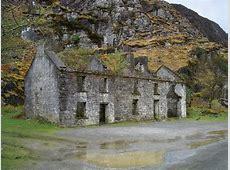 Derelict houses in the Gap of Dunloe © Dafydd Humphreys
