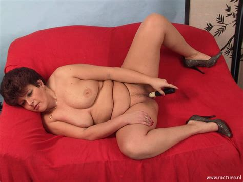 Chubby mature slut playing and sucking cock