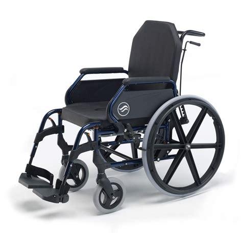 en fauteuil roulant breezy 3003a en fauteuil roulant