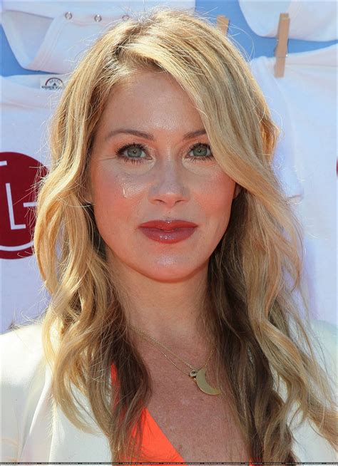 christina applegate wallpapers images  pictures