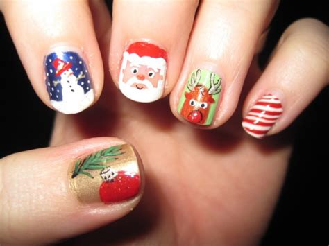 28 Creative Christmas Nail Designs