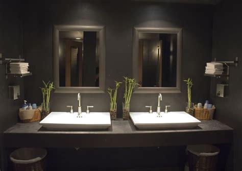 Interiors07-houston-restaurant-bathroom.jpg (800×568