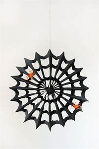 Gruselige Bastelideen Zu Halloween : spinnfaden aus papier zu halloween basteln dekoking ~ Lizthompson.info Haus und Dekorationen