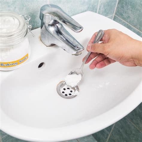 mauvaise odeur canalisation cuisine entretien canalisation finies les mauvaises odeurs