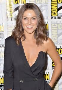 Carpet One San Diego by Serinda Swan Quot Ballers Quot Photocall At Comic Con