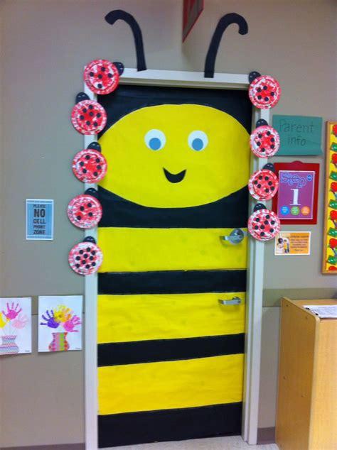 weird animals vbs door decor bumble bee vbs