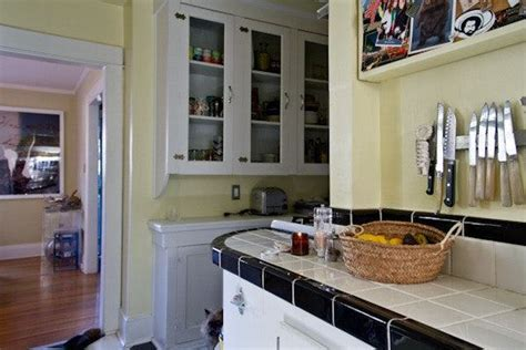 pictures of grey kitchen cabinets best 25 pale yellow kitchens ideas on yellow 7458