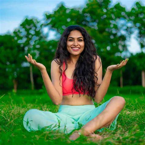 Bigg Boss 4 contestant Divi vadthya stunning photoshoot stills | Moviezupp