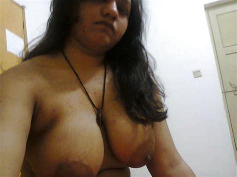 Indian Wife Showing Her Big Boobs Shaved Pussy And Big Ass