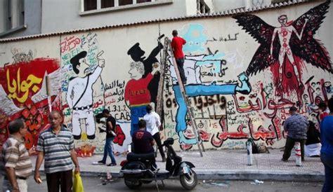 Tembok Grafiti Revolusi Dirobohkan