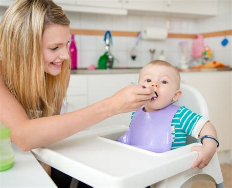 Weaning Your Baby 6 To 9 Months