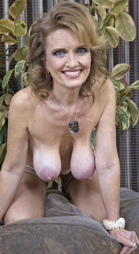 Granny Nude Xxx Tan Spread Flabby Trim Hairy Ass Too 17