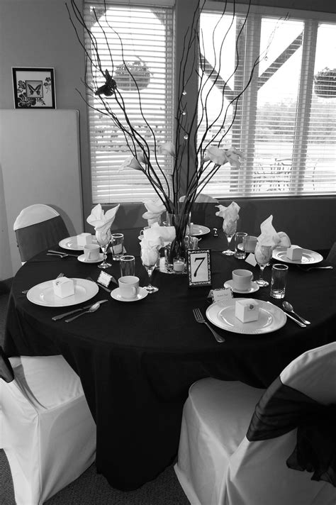 Black and white table decor. Simple, eye catching
