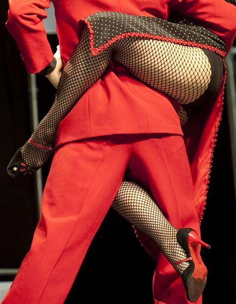 Colombian tango dancers Alejandra Sanchez (R) and Alex ...