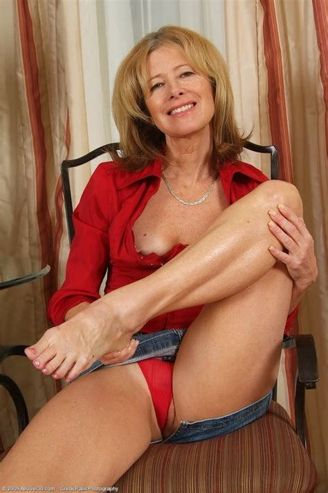 Sexy Sixtyish Granny Indulging Your Mature Foot Fetish Pichunter