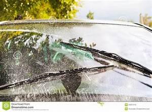 Des Essuie Glace : pare brise de lavage d 39 essuie glace de voiture photos stock image 34251413 ~ Medecine-chirurgie-esthetiques.com Avis de Voitures