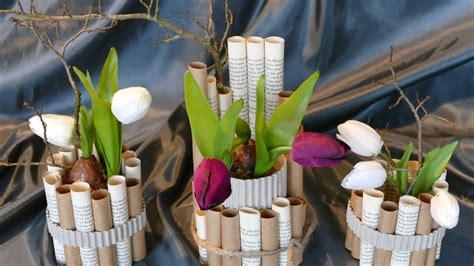 Frühlingsdeko Basteln Aus Verschiedenen Papieren / Vase