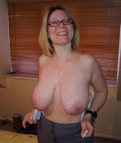 Nice british lady with big melons is naked. Full-size ...