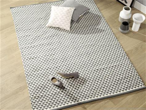 carpette de cuisine soldes tapis rond carré ou rectangulaire shaggy ou tufté