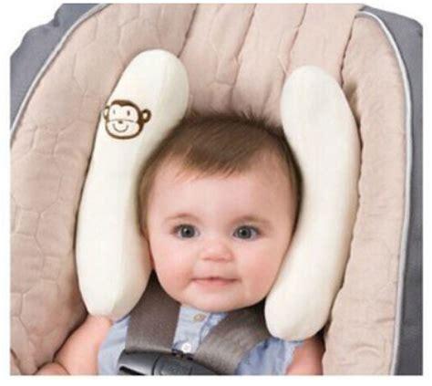 cale bebe siege auto cale tête de bébé pour siège auto le monde de bébé