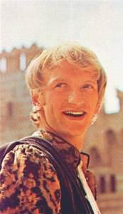 John McEnery as Mercutio   Romeo and Juliet 1968   Pinterest