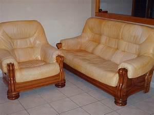 Fauteuil Cuir Et Bois : meubles de salon fauteuil bois et cuir caramel ~ Teatrodelosmanantiales.com Idées de Décoration