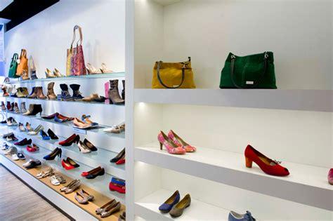 winkelinterieur woerden dema interieurbouw winkelinterieur koetsier schoenen