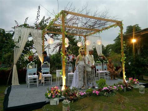 pesta pernikahan sederhana  unik  konsep outdoor