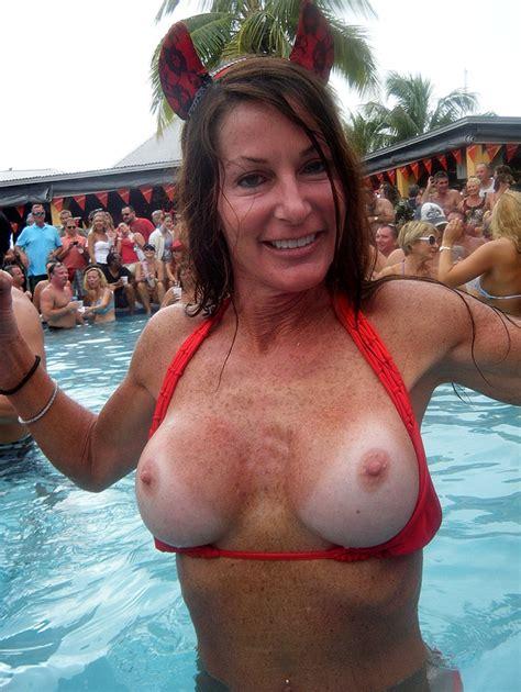 Wife Flashing Her Big Sexy Fake Tits In Public G48r13l