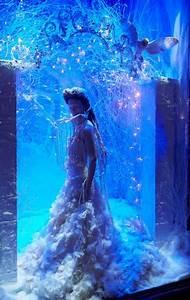 Harrods Unveils Glittering Festive Window Display