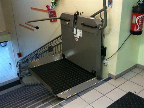 siege baignoire personne agee monte escalier handicape