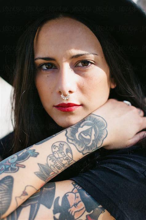 idees tatouage bras pour femme les manches se