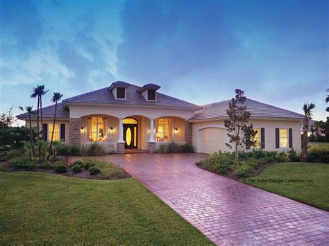 Mediterranean Modern Style 1 story 3 bedrooms(s) House