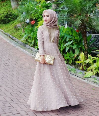 7 Inspirasi Gaun Muslim untuk Kondangan yang Simpel dan Anggun Ala Selebgram   Muslim   beautynesia